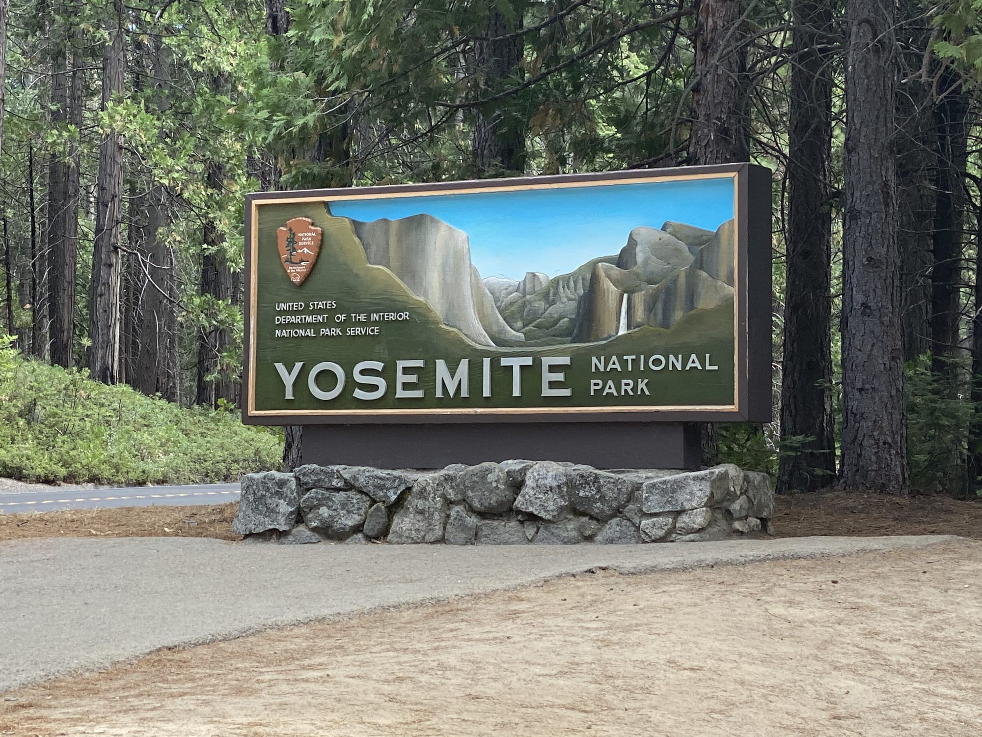 Yosemite with Kids: Welcome Sign