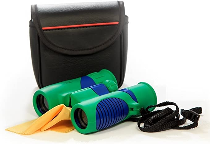 Kidwinz Kids Binoculars with the included accessories: carrying case, lanyard, cleaning cloth