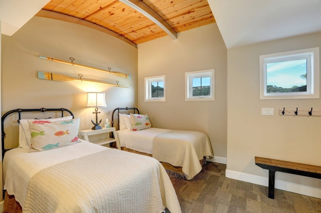 Guest room with two twin beds at the Bikini Bungalow in Avila Beach.